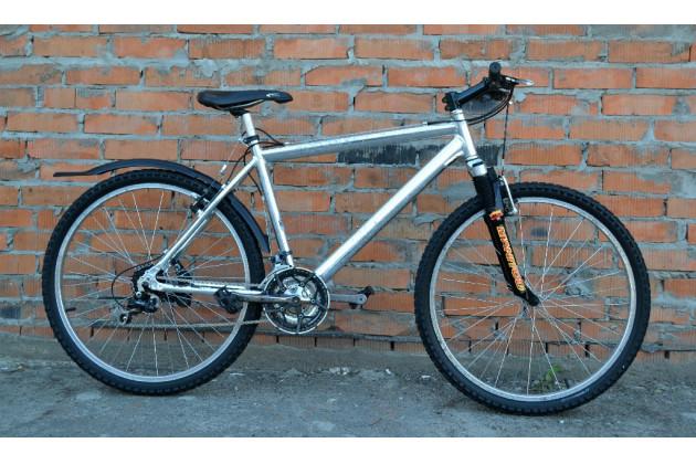 Велосипед серебристий